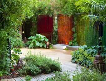 Coloured courtyard screens