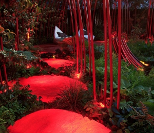 Glowing resin structures