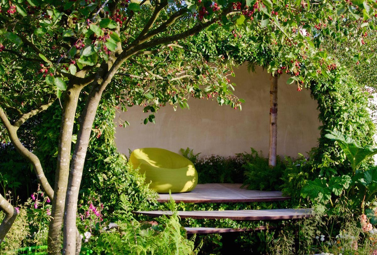 Naturalistic, contemporary garden building with paola lenti seat at RHS Hampton Court 2015 for Macmillan by Ann-Marie Powell